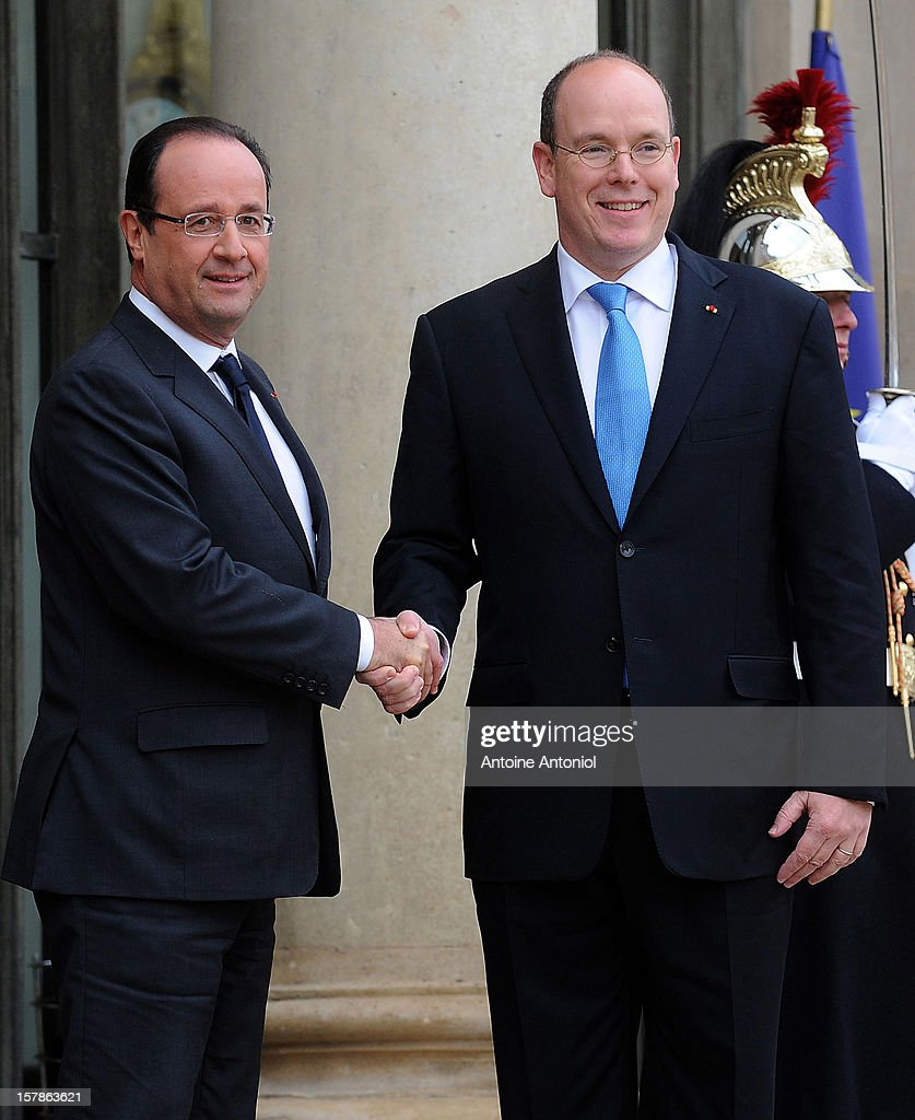 French President Francois Hollande (L) welcomes Prince Albert II of Monaco at Elysee Palace on December 7, 2012 in Paris, France.