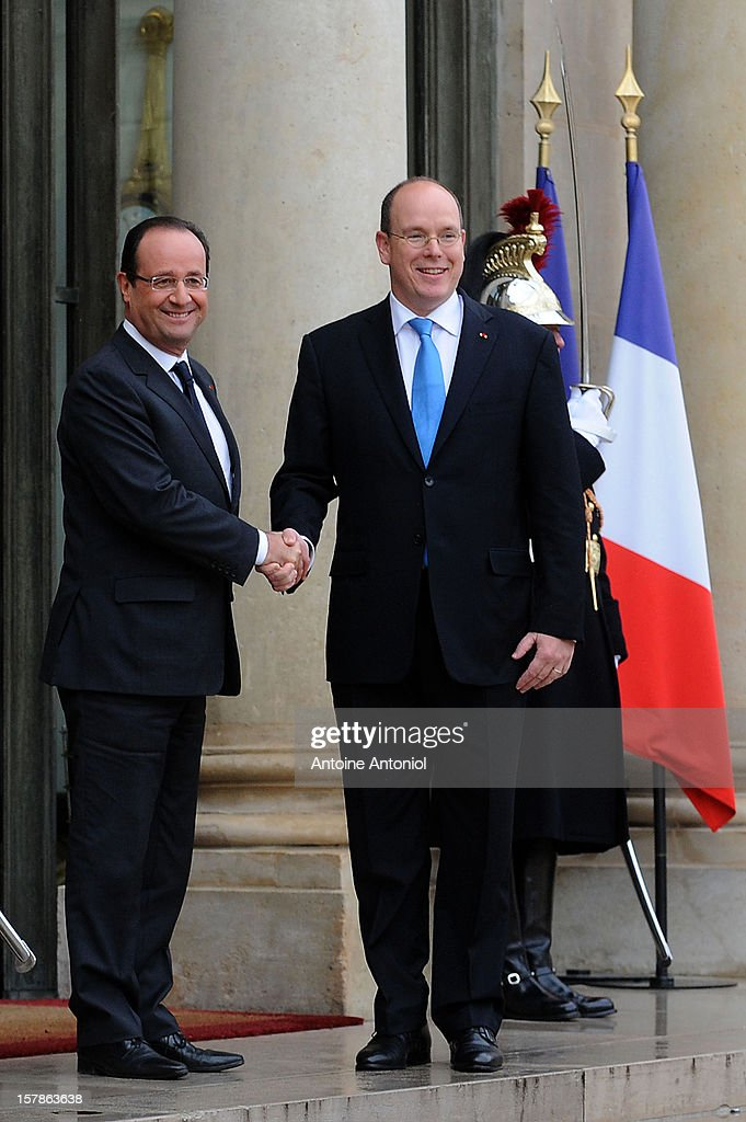 French President Francois Hollande (L) welcomes <a gi-track='captionPersonalityLinkClicked' href=/galleries/search?phrase=Prince+Albert+II+of+Monaco&family=editorial&specificpeople=201707 ng-click='$event.stopPropagation()'>Prince Albert II of Monaco</a> at Elysee Palace on December 7, 2012 in Paris, France.