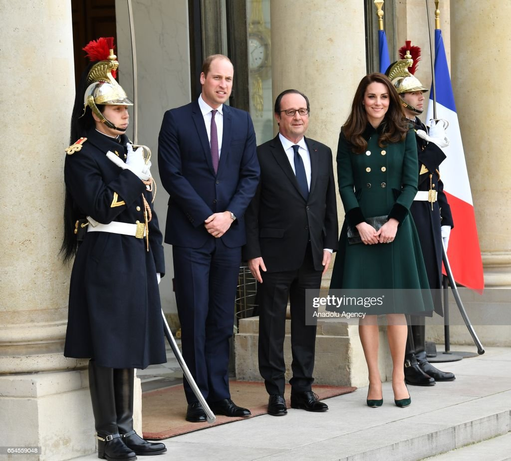 French President Francois Hollande (C) welcomes Prince William (L), the Duke of Cambridge and his wife Catherine (R), the Duchess of Cambridge at the Elysee Palace in Paris, France on March 17, 2017.