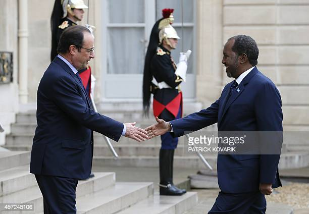 French President Francois Hollande welcomes Somali President Hassan Sheikh Mohamud prior to a meeting on October 15 2014 at the Elysee Palace in...