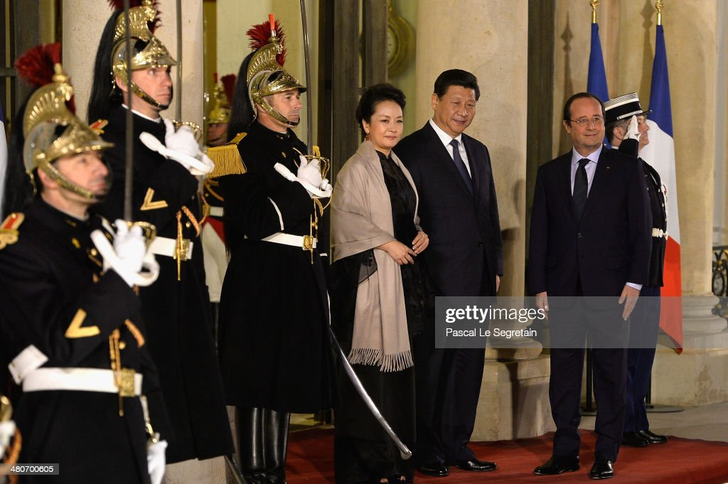 French President Francois Hollande (R) welcomes the Chinese President <a gi-track='captionPersonalityLinkClicked' href=/galleries/search?phrase=Xi+Jinping&family=editorial&specificpeople=2598986 ng-click='$event.stopPropagation()'>Xi Jinping</a> (C) and his wife <a gi-track='captionPersonalityLinkClicked' href=/galleries/search?phrase=Peng+Liyuan&family=editorial&specificpeople=4379390 ng-click='$event.stopPropagation()'>Peng Liyuan</a> at the Elysee Palace for an official dinner hosted by French President Francois Hollande as part of a two days State visit of the Chinese President <a gi-track='captionPersonalityLinkClicked' href=/galleries/search?phrase=Xi+Jinping&family=editorial&specificpeople=2598986 ng-click='$event.stopPropagation()'>Xi Jinping</a> on March 26, 2014 in Paris, France.