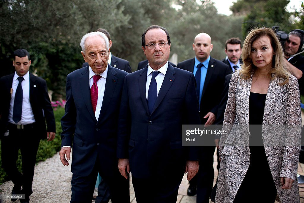 French president Francois Hollande (C) with his partner <a gi-track='captionPersonalityLinkClicked' href=/galleries/search?phrase=Valerie+Trierweiler&family=editorial&specificpeople=8534231 ng-click='$event.stopPropagation()'>Valerie Trierweiler</a> (R) and Israeli President <a gi-track='captionPersonalityLinkClicked' href=/galleries/search?phrase=Shimon+Peres&family=editorial&specificpeople=201775 ng-click='$event.stopPropagation()'>Shimon Peres</a> (L) during a welcome ceremony for the French president at the Israeli president's residence on November 17, 2013 in Tel Aviv, Israel. Hollande landed at Israel's Ben Gurion airport for a three-day visit in Israel and the West Bank.