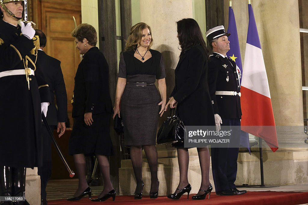 French President Francois Hollande's companion Valerie Trierweiler (C) welcomes Brazil's President Dilma Rousseff (L) and her daughter Paula Araujo for a state dinner at the Elysee Palace in Paris on December 11, 2012.