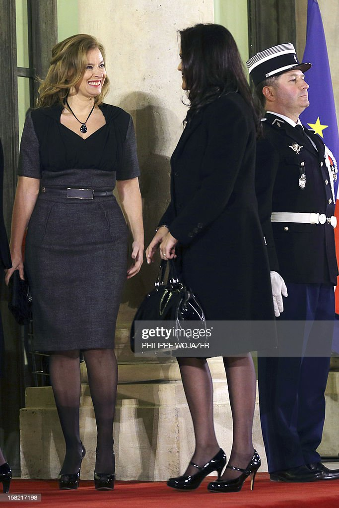 French President Francois Hollande's companion Valerie Trierweiler (L) welcomes Brazil's President Dilma Rousseff's daughter Paula Araujo for a state dinner at the Elysee Palace in Paris on December 11, 2012.