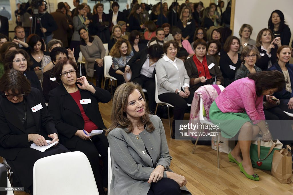 French President Francois Hollande's partner Valerie Trierweiler (front row) attends a meeting with women at 'Force Femmes', an association which helps unemployed women over 45 years old in Paris, on March 8, 2013. AFP PHOTO / POOL / PHILIPPE WOJAZER