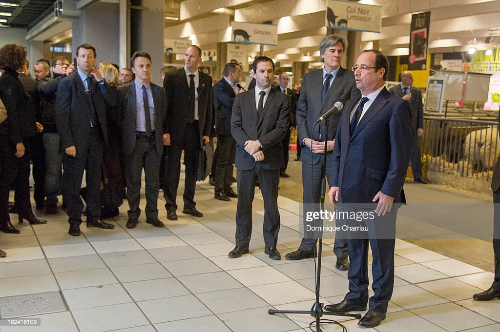 French President <a gi-track='captionPersonalityLinkClicked' href=/galleries/search?phrase=Fran%C3%A7ois+Hollande&family=editorial&specificpeople=543986 ng-click='$event.stopPropagation()'>François Hollande</a> meets the press during his visit to the 50th International Agriculture Fair of Paris at the Porte de Versailles exhibition center on February 23, 2013 in Paris, France.