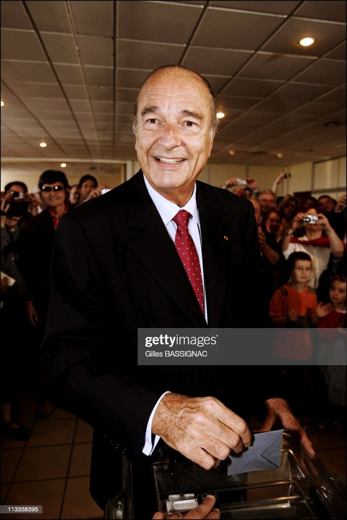 French President <a gi-track='captionPersonalityLinkClicked' href=/galleries/search?phrase=Jacques+Chirac&family=editorial&specificpeople=165237 ng-click='$event.stopPropagation()'>Jacques Chirac</a> And First Lady Bernadette Cast Their Ballot At A Polling Station In Sarran For The Second Round Of The Presidential Election In Sarran, France On May 06, 2007 -