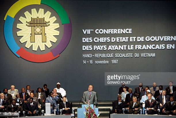 French president Jacques Chirac gives a speech in front of Governments leaders and Heads of State on November 14 1997 during the VIIth summit of the...