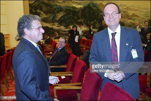 French President Jacques Chirac On A State Visit To China Contracts Signing Ceremony Between French And Chinese Ceo On October 9 2004 In Pekin China...