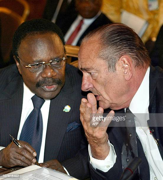 French President Jacques Chirac speaks with his Gabonese counterpart Omar Bongo 18 October 2002 in Beirut during the first working session of the...