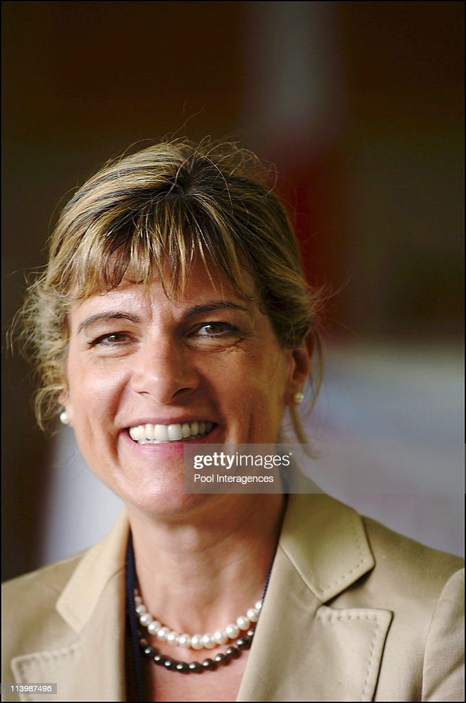 French President Jacques Chirac State Visit In New Delhi, India On February 20, 2006 -Contracts signature ceremony. Anne Lauvergeon, Areva CEO.