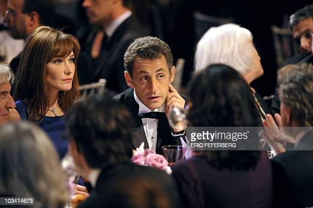 French President Nicolas Sarkozy and his wife Carla BruniSarkozy talk with US actor Michael Douglas and his wife Catherine ZetaJones during a...