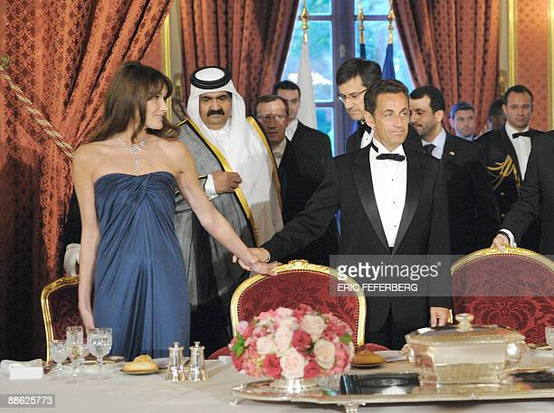 French President Nicolas Sarkozy French First Lady Carla BruniSarkozy and Qatari Emir Sheikh Hamad Bin Khalifa AlThani arrive for a diner at the...