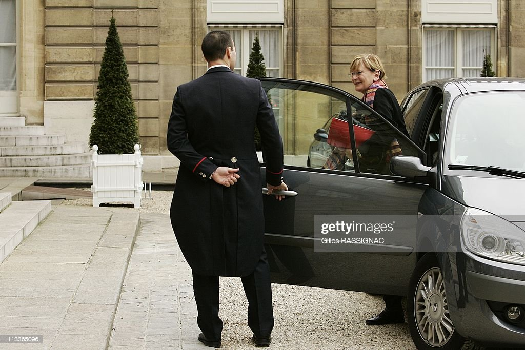 French President <a gi-track='captionPersonalityLinkClicked' href=/galleries/search?phrase=Nicolas+Sarkozy&family=editorial&specificpeople=211375 ng-click='$event.stopPropagation()'>Nicolas Sarkozy</a> Receives Head Of The French Communist Party Marie George Buffet In Paris, France On November 08, 2007 -