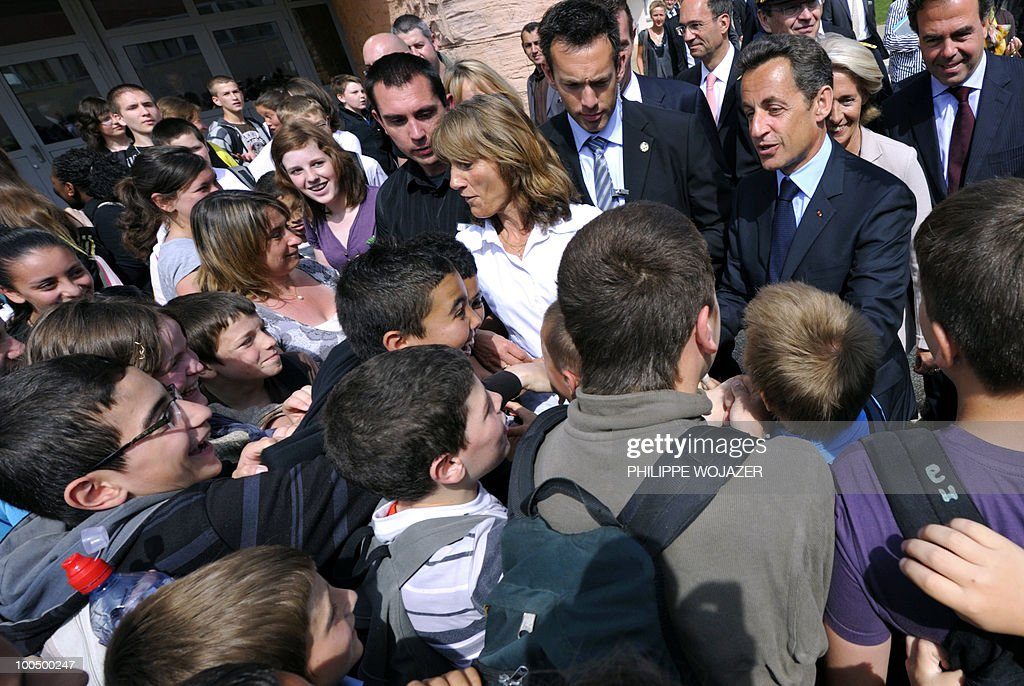 French President Nicolas Sarkozy (R) speaks with pupils as he arrives at the Charles Fauqueux college after a meeting on school violences and truancy, on May 25, 2010 in Beauvais, northern France.