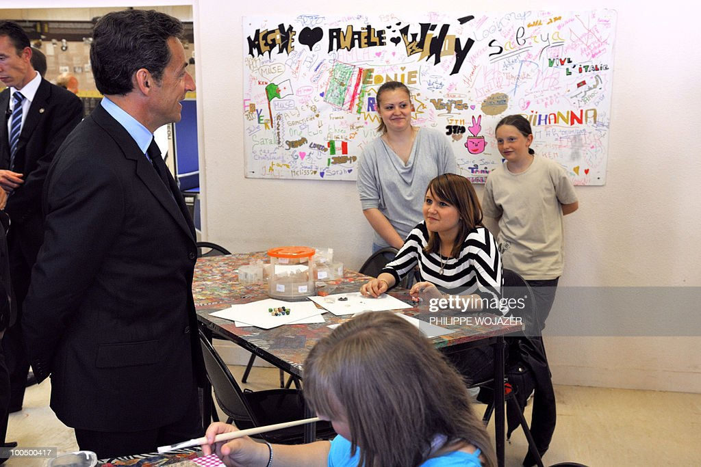 French President Nicolas Sarkozy (L) speaks with pupils as he visits a classroom at the Charles Fauqueux college after a meeting on school violences and truancy, on May 25, 2010 in Beauvais, northern France.