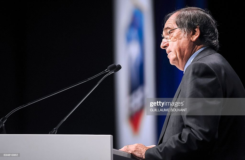 French president of French Football Federation (FFF) Noel Le Graet gives a speech during the opening of the FFF Federal Assembly on May 28, 2016 in Tours, central France. / AFP / GUILLAUME