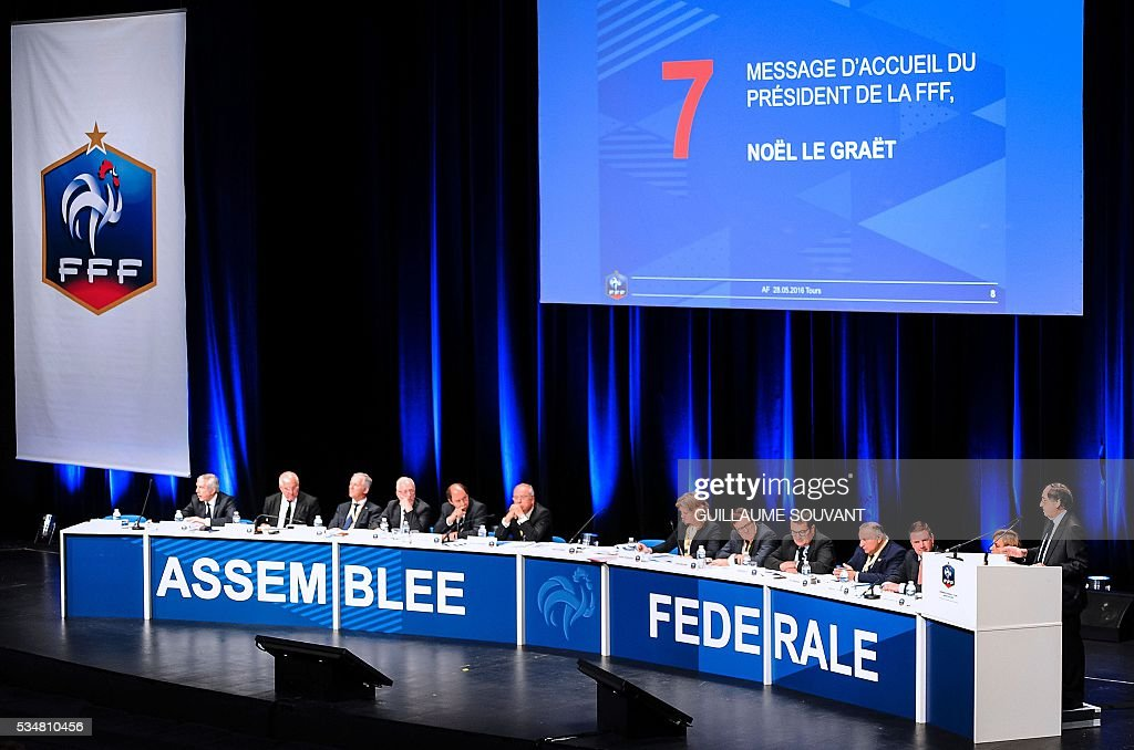 French president of French Football Federation (FFF) Noel Le Graet (R) gives a speech during the opening of the FFF Federal Assembly on May 28, 2016 in Tours, central France. / AFP / GUILLAUME
