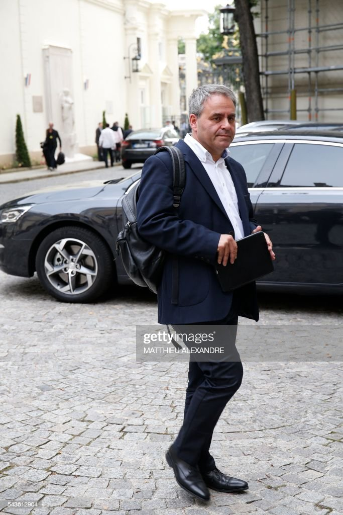 French President of the Hauts-de-France region Xavier Bertrand arrives in Paris on June 29, 2016 for a meeting on the migrant crisis in Calais. / AFP / MATTHIEU