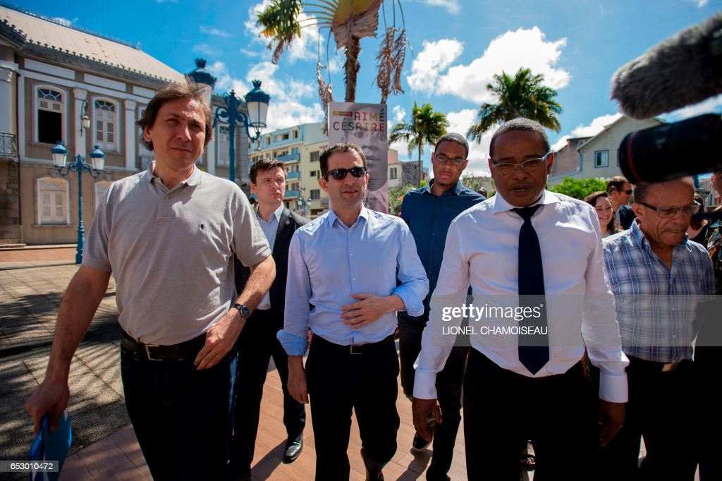 French presidential election candidate for the left-wing Socialist Party (PS) Benoit Hamon (C) and French Socialist Party President of the General Council of Essonne Jerome Guedj (L) walk with Mayor of Fort-France Didier Laguerre (2R) are pictured during a visit to the French overseas territory of Martinique on March 13, 2017. / AFP PHOTO / Lionel CHAMOISEAU