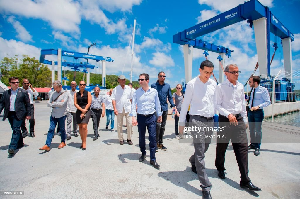 French presidential election candidate for the left-wing Socialist Party (PS) Benoit Hamon (C) visits a dry dock in Le Marin on March 13, 2017, during a trip to the French overseas territory of Martinique. / AFP PHOTO / Lionel CHAMOISEAU