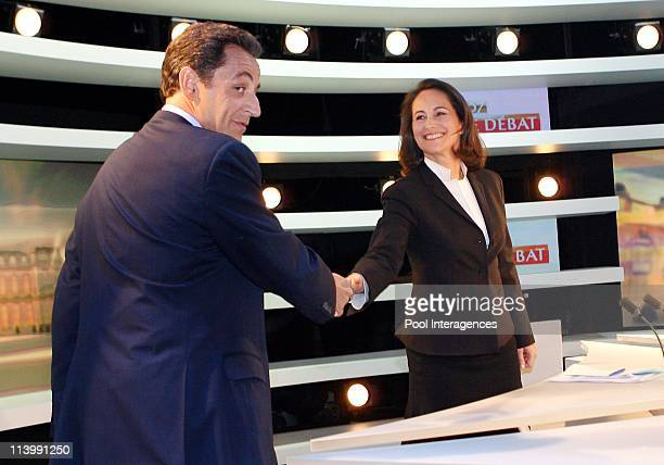 French Presidential Rivals Debate in Boulogne Billancourt France On May 02 2007Rightwing party presidential candidate Nicolas Sarkozy shakes hand...