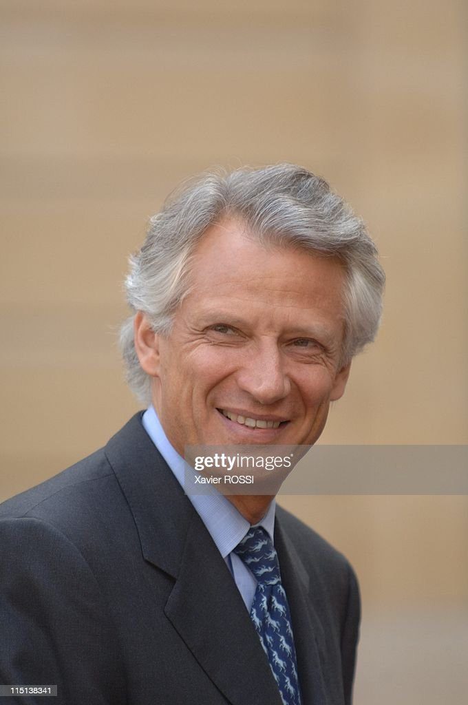 French Prime Minister <a gi-track='captionPersonalityLinkClicked' href=/galleries/search?phrase=Dominique+de+Villepin&family=editorial&specificpeople=548074 ng-click='$event.stopPropagation()'>Dominique de Villepin</a> receives Portuguese Prime Minister <a gi-track='captionPersonalityLinkClicked' href=/galleries/search?phrase=Jose+Socrates&family=editorial&specificpeople=548562 ng-click='$event.stopPropagation()'>Jose Socrates</a> in Paris, France on April 10, 2006.