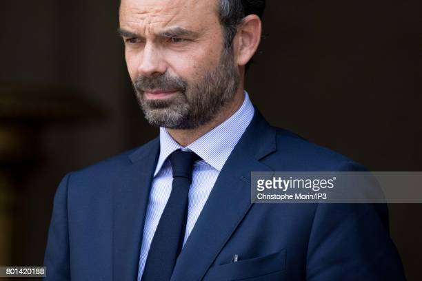French Prime Minister Edouard Philippe receives Ukrainian President Petro Porochenko for a meeting at the Hotel de Matignon on June 26 2017 in Paris...
