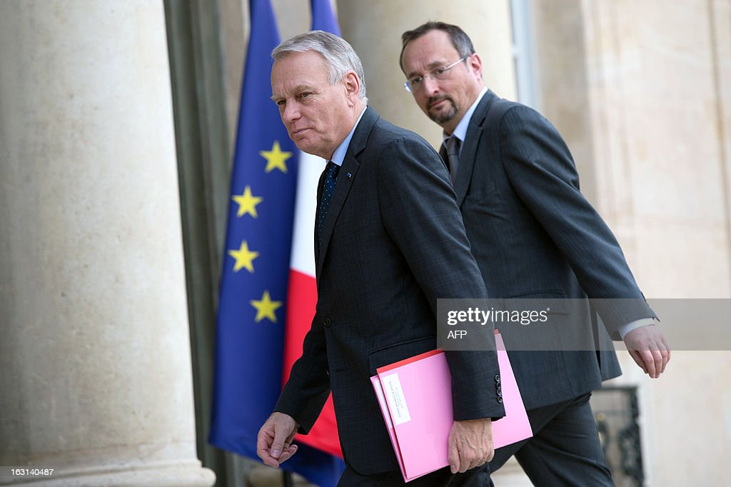 French Prime Minister Jean-Marc Ayrault (L) and his chief of staff Christophe Chantepy arrive at the Elysee presidential palace to attend a restrained defence meeting focused on the situation in Mali, on March 5, 2013 in Paris.