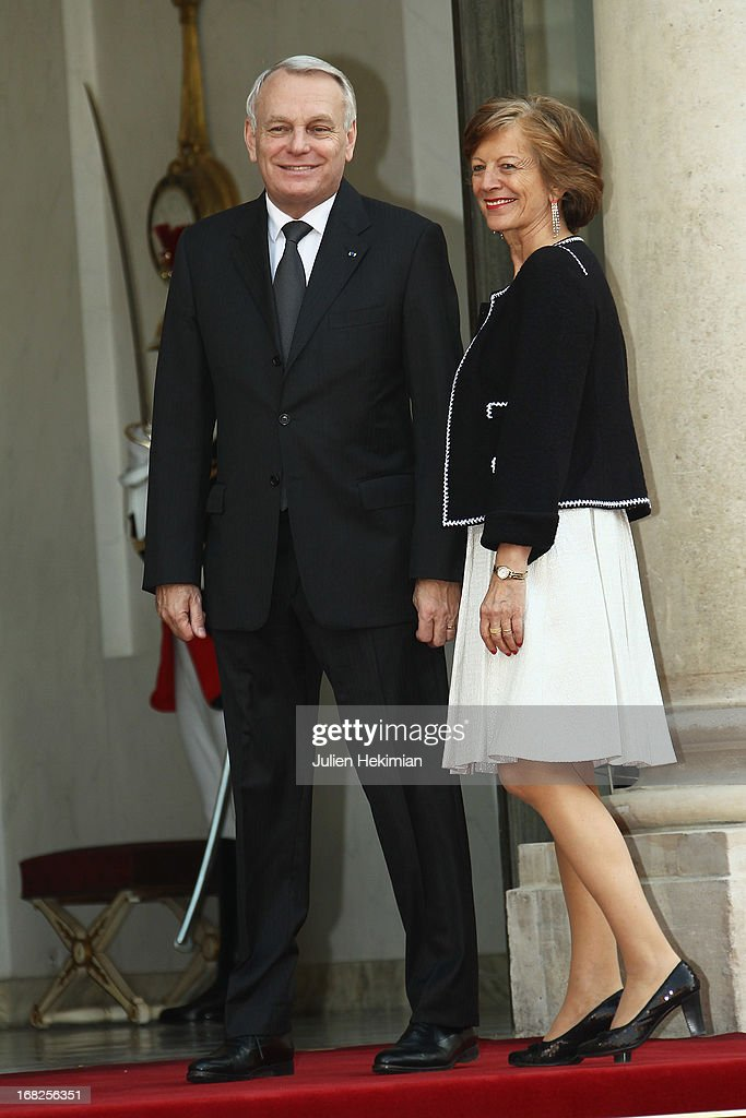 French Prime Minister <a gi-track='captionPersonalityLinkClicked' href=/galleries/search?phrase=Jean-Marc+Ayrault&family=editorial&specificpeople=551961 ng-click='$event.stopPropagation()'>Jean-Marc Ayrault</a> and wife Brigitte arrive to attend a state dinner at Palace Elysee on May 7, 2013 in Paris, France.