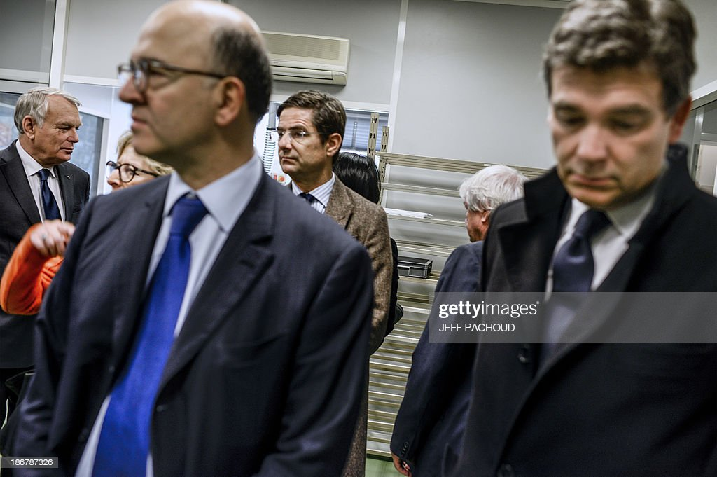 French Prime Minister Jean-Marc Ayrault (L), French Economy, Finance and Foreign Trade Minister Pierre Moscovici (3rd L), French minister for Higher Education and Research Genevieve Fioraso (2nd L) and French Minister for Industrial Renewal Arnaud Montebourg (R) visit a factory of French audio equipment manufacturer Focal, on November 4, 2013 in St Etienne, central-western France.