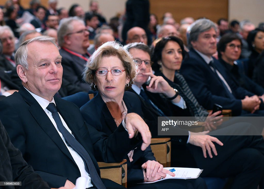French Prime minister Jean-Marc Ayrault (L), French Minister for Higher Education and Research Genevieve Fioraso (2ndL), French Education Minister Vincent Peillon (3dR), French Social Affairs and Health Minister Marisol Touraine (2ndR) and French Agriculture Minister Stephane Le Foll (R) attend, on November 26, 2012 at the elite research institution College de France in Paris, the opening of the meeting for Higher Education and Research.
