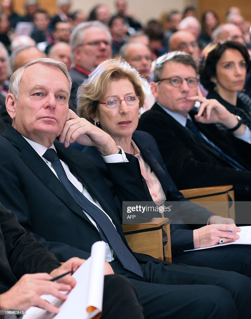 French Prime minister Jean-Marc Ayrault (L), French Minister for Higher Education and Research Genevieve Fioraso (2ndL), French Education Minister Vincent Peillon (3dR), and French Social Affairs and Health Minister Marisol Touraine attend, on November 26, 2012 at the elite research institution College de France in Paris, the opening of the meeting for Higher Education and Research.
