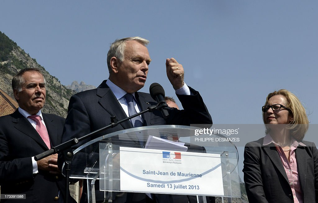 French Prime minister Jean-Marc Ayrault (C) gives a speech next to Rio Tinto Alcan chief executive officer Jacynte Côte (R) and president of Trimet Heinz-Peter Schlüter (L) on July 13, 2013 at the Rio Tinto Alcan (RTA) aluminum factory in Saint-Jean-de-Maurienne, southeast of France. Heads of Rio Tinto Alcan and Germany's Trimet signed a contract on July 13 regarding the take over of RTA by Trimet which will save 510 jobs at the two sites of Saint-Jean-de-Maurienne and Castelsarrasin. AFP PHOTO/PHILIPPE DESMAZES