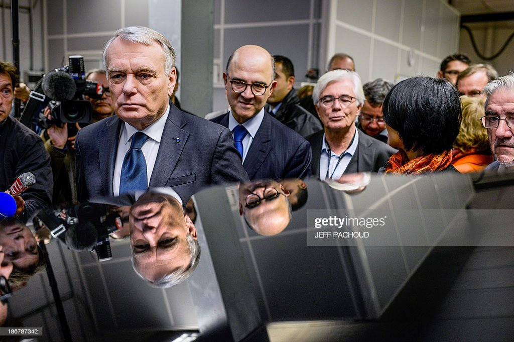 French Prime Minister Jean-Marc Ayrault (L) visits a Focal factory flanked by French Economy, Finance and Foreign Trade Minister Pierre Moscovici (C), on November 4, 2013 in Saint-Etienne, center France.