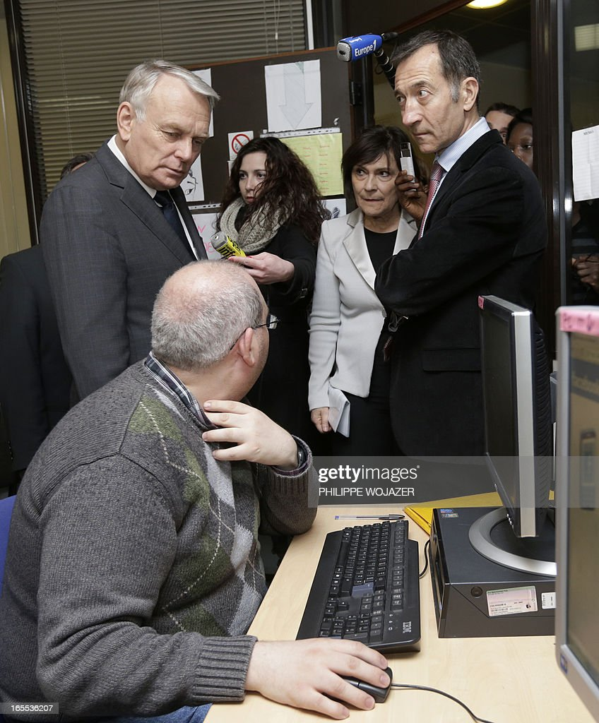 French Prime Minister Jean-Marc Ayrault (l) visits a Salvation Army emergency lodging centre in Paris on April 4, 2013.