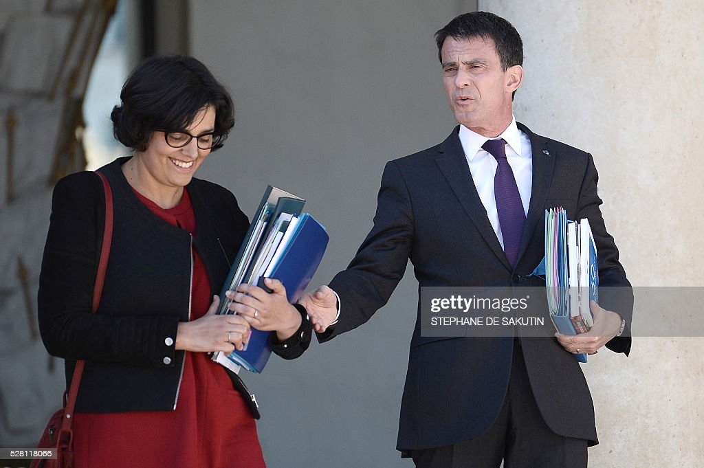 French Prime minister Manuel Valls (R) and French Labour minister Myriam El Khomri leave the Elysee presidential Palace after the weekly cabinet meeting in Paris on May 4, 2016 .