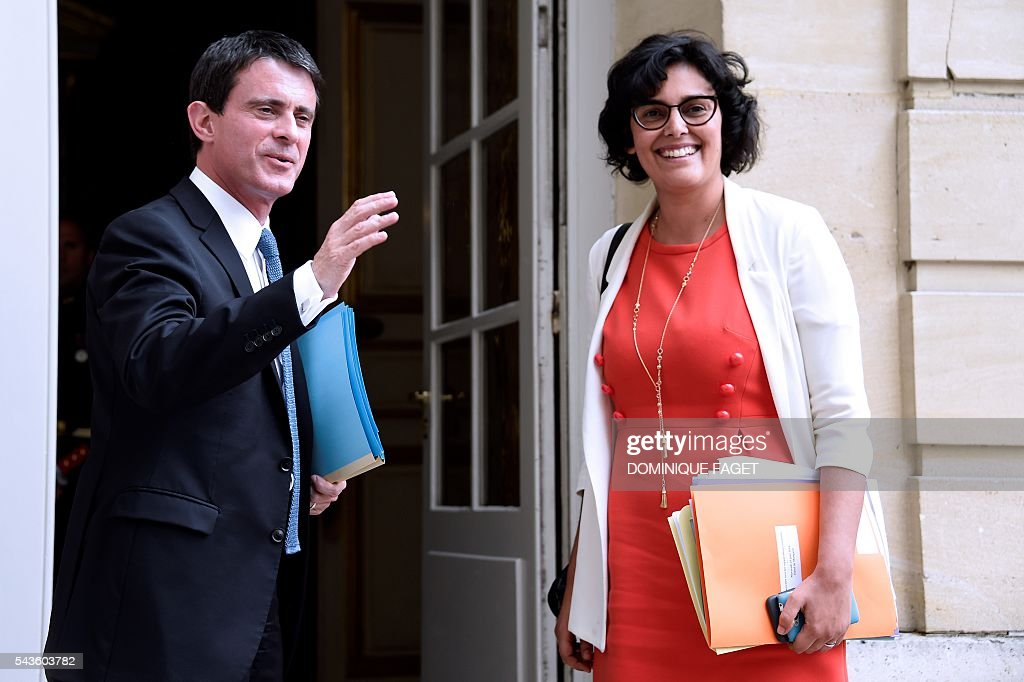 French Prime minister Manuel Valls (L) and French Labour minister Myriam El Khomri arrive at the Hotel Matignon in Paris on June 29, 2016 before a meeting with Unions' leaders on the Socialist government's labour reforms. / AFP / DOMINIQUE