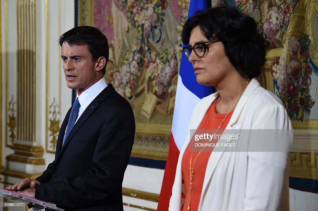 French Prime Minister Manuel Valls (L) and French Labour Minister Myriam El Khomri (R), hold a press conference at the Hotel Matignon in Paris on June 29, 2016 after a meeting with Trade Unions' leaders on the Socialist government's labour reforms. / AFP / DOMINIQUE