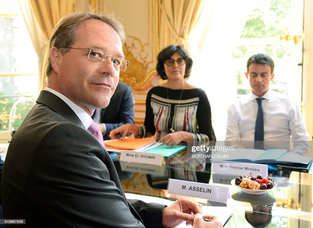 French Prime Minister Manuel Valls (R) and French Labour Minister Myriam El Khomri (C) attend a meeting with the head of France's small and medium-sized employers' organisation (CGPME), Francois Asselin (L) on June 30, 2016 at the Hotel Matignon in Paris. French President Francois Hollande said last week that his Socialist government would 'go all the way' to enact the labour reforms, which are seen by critics as too pro-business and a threat to cherished workers' rights. / AFP / BERTRAND