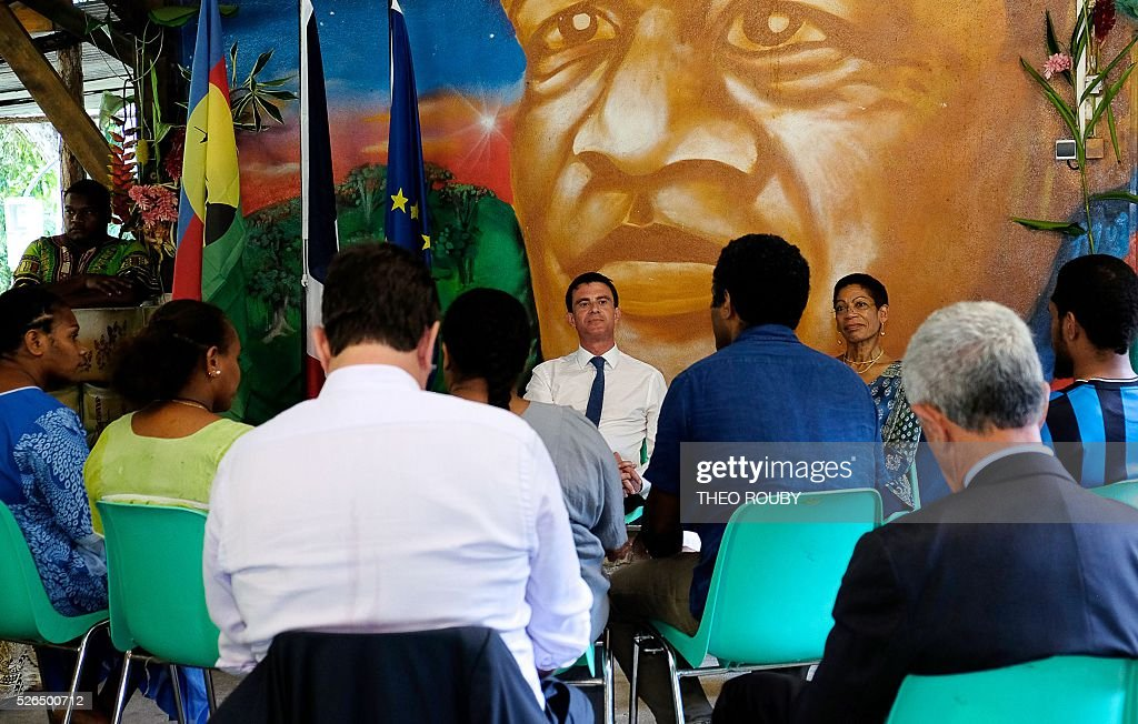 French Prime Minister Manuel Valls (C) and French Minister for Overseas Territories George Pau-Langevin (3rd R) meet with residents in Tiendanite, near Hienghene, as part of his visit to the French Pacific territory of New Caledonia, on April 30, 2016. / AFP / Th��o Rouby