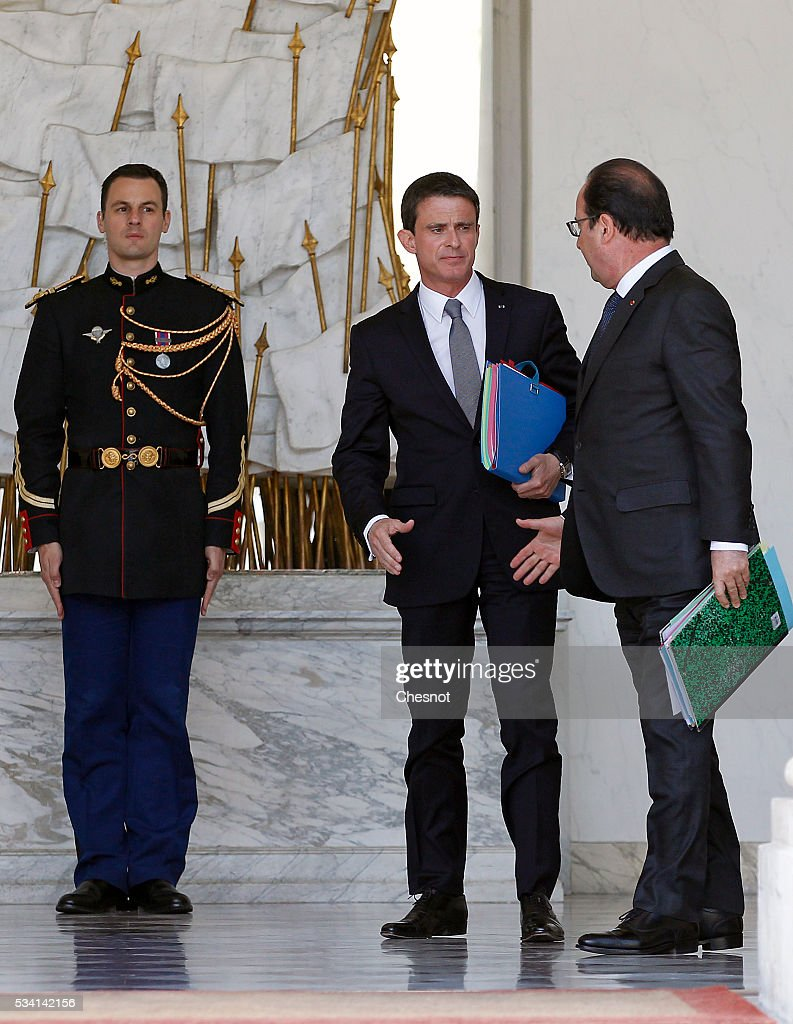 French Prime minister, Manuel Valls and French President, Francois Hollande leave the Elysee Presidential Palace after a weekly cabinet meeting on May 25, 2016 in Paris, France. The French Government confirms that it tapped into its strategic reserves of petroleum products and said the equivalent of three days of inventory of 115 available had been used until now. the French government is facing a serious crisis following the El Khomri law.