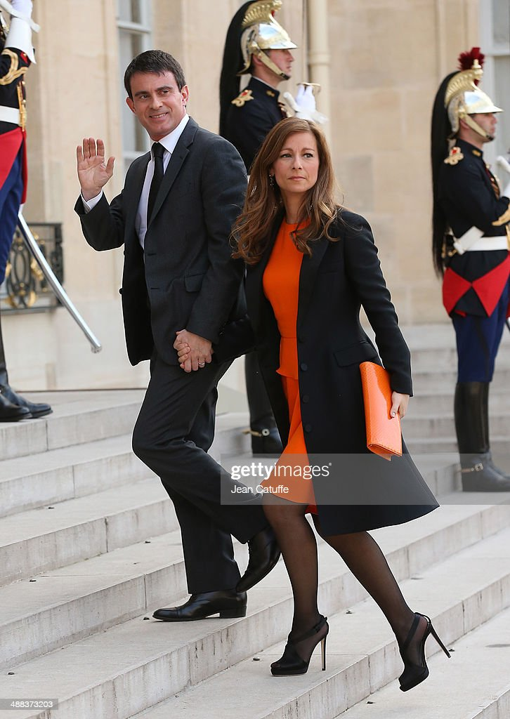 French Prime Minister <a gi-track='captionPersonalityLinkClicked' href=/galleries/search?phrase=Manuel+Valls&family=editorial&specificpeople=2178864 ng-click='$event.stopPropagation()'>Manuel Valls</a> and his wife <a gi-track='captionPersonalityLinkClicked' href=/galleries/search?phrase=Anne+Gravoin&family=editorial&specificpeople=8536985 ng-click='$event.stopPropagation()'>Anne Gravoin</a> arrive at the State Dinner honoring Japanese Prime Minister at Elysee Palace on May 5, 2014 in Paris, France.