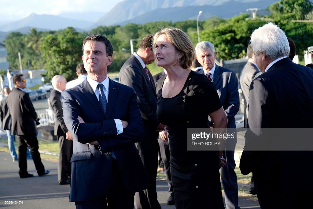French Prime Minister Manuel Valls (L) and Isabelle Lafleur daughter of French former deputy of New Caledonia Jacques Lafleur look on as they pay a tribute on Jacques Lafleur grave in Noumea on April 29, 2016. / AFP / THEO