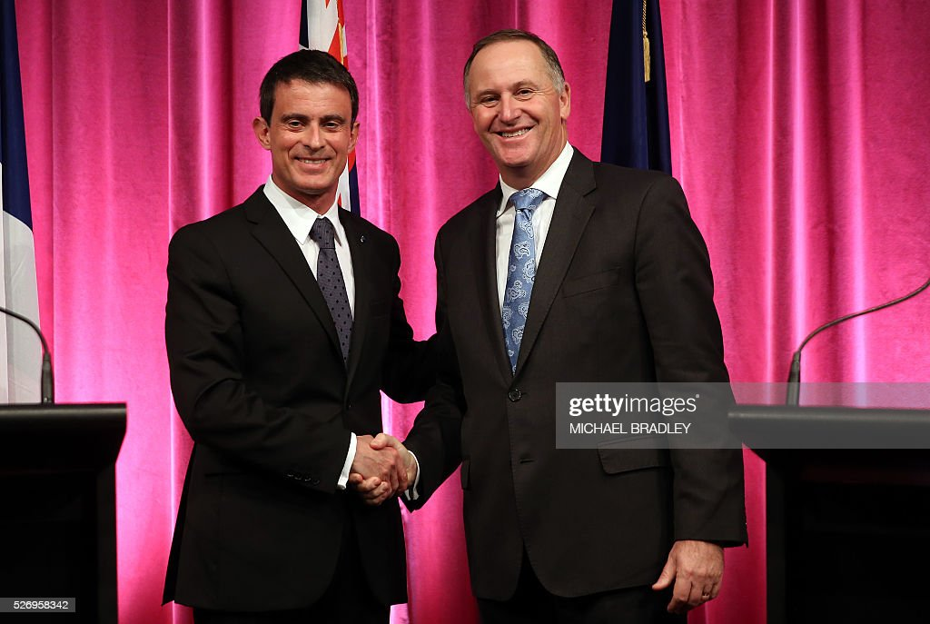 French Prime Minister Manuel Valls (L) and New Zealand Prime Minsiter John Key (R) shake hands during a press confernce at the Auckland War Memorial Museum in Auckland on May 2, 2016. Valls arrived in New Zealand on May 1 after visiting the French Pacific territory of New Caledonia, with officials in his delegation confirming that he will detour to Australia later today. / AFP / MICHAEL