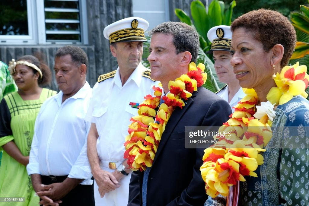 French Prime minister Manuel Valls (2ndR) and Overseas minister George-Pau Langevin (R) are pictured during a welcoming ceremony at Hienghene town hall, on April 30, 2016, as part of their trip to the French Pacific territory of New Caledonia. / AFP / POOL / Th��o Rouby