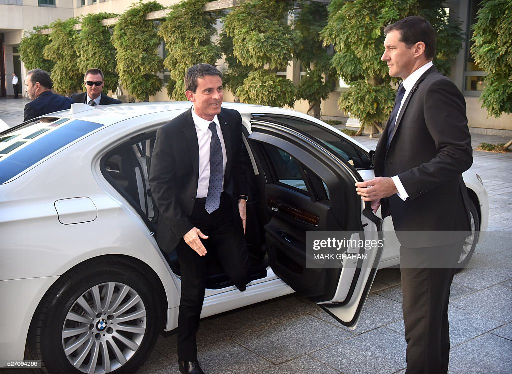 French Prime Minister Manuel Valls (L) arrives for a meeting with Australian Prime Minister Malcolm Turnbull at Parliament House, Canberra on May 2, 2016. / AFP / MARK
