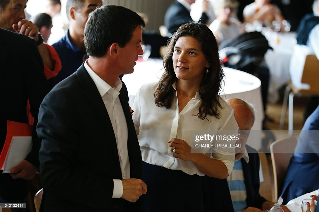 French Prime Minister Manuel Valls attends the 'Banquet Republicain' on June 26, 2016 in Belleville-sur-Mer, northwestern France. / AFP / CHARLY