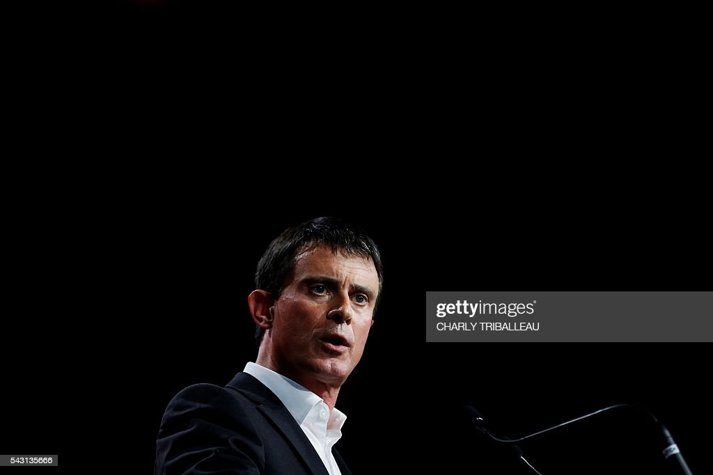 French Prime Minister Manuel Valls delivers a speech during the 'Banquet Republicain' on June 26, 2016 in Belleville-sur-Mer, northwestern France. French Prime Minister said on sunday 'there can not be' a transatlantic trade and investment partnership since that agreement 'doesn't head in the right direction'. / AFP / CHARLY