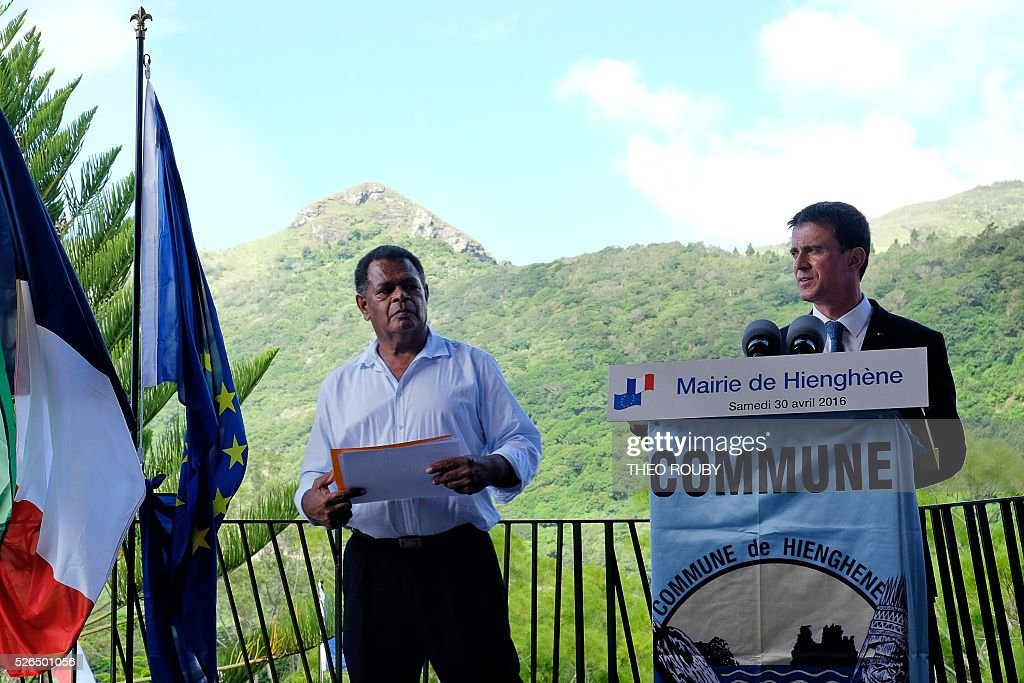 French Prime Minister Manuel Valls (R) delivers a speech flanked by mayor of Hienghene Daniel Goa on April 30, 2016 in Hienghene, as part of his visit to the French Pacific territory of New Caledonia. / AFP / Th��o Rouby